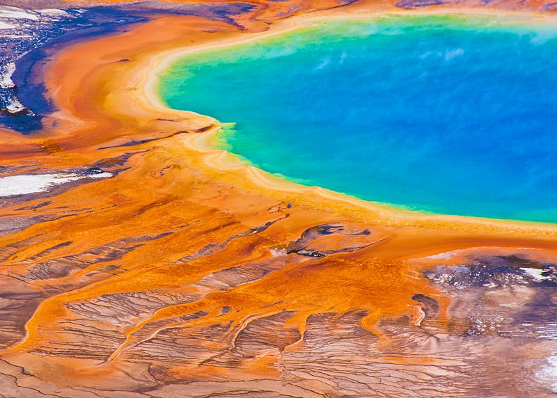 The Grand Prismatic Spring in America's Yellowstone National Park © Lorcel / Shutterstock