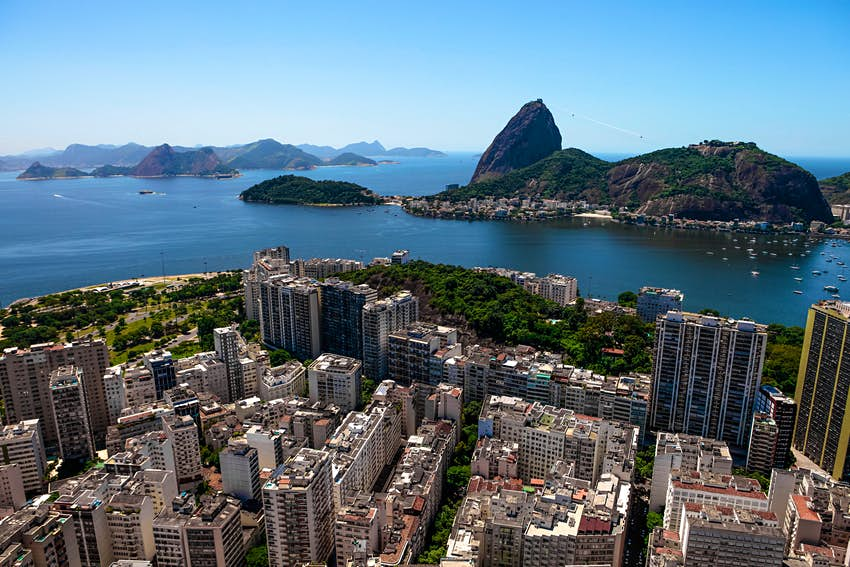 An aerial view of Botafogo, with a view of Sugarloaf Mountain © Moskow / Getty Images