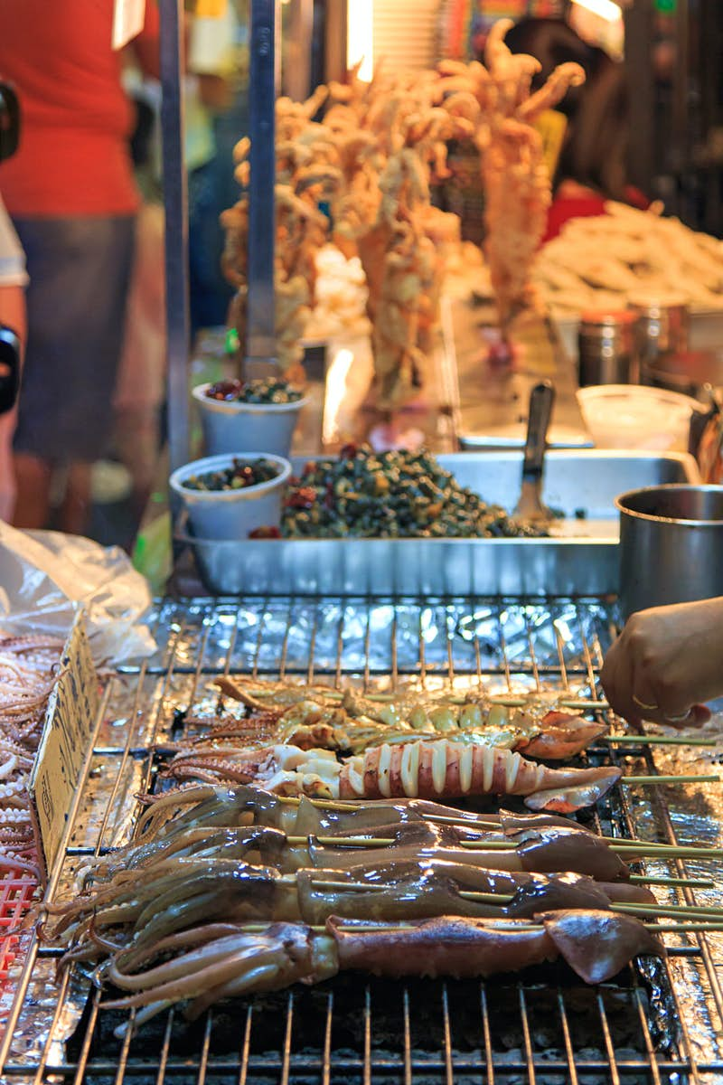 Head to one of Kaohsiung's night markets for snacks and shopping © outcast85 / Getty
