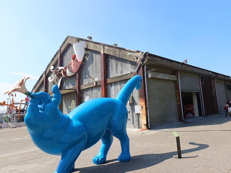 Odd Pop Art sculptures adorn the grounds at Pier-2 Art District © Piera Chen / Lonely Planet