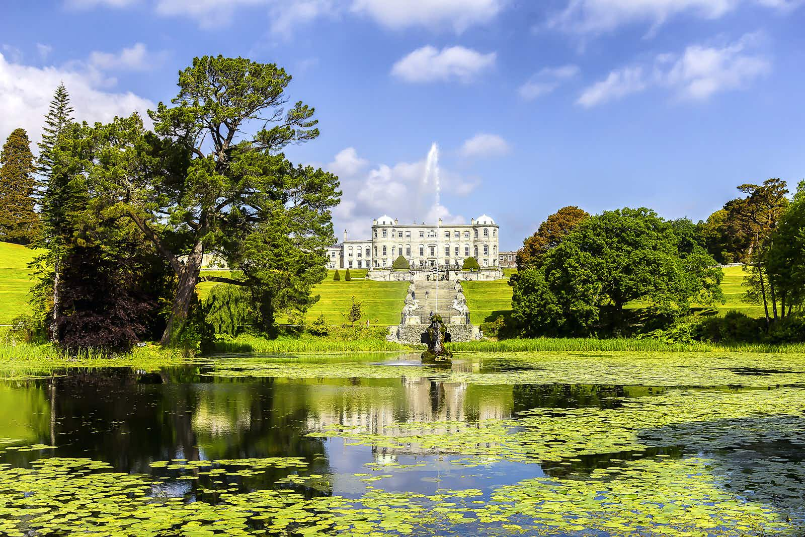 Discover magnificent Powerscourt House in Wicklow © alredosaz / Shutterstock