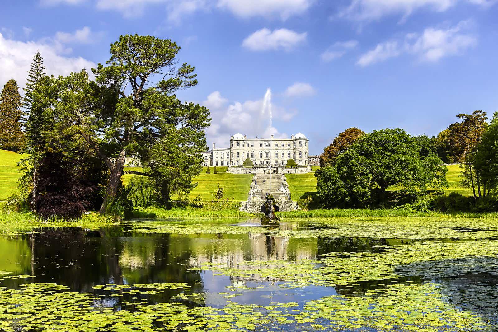 Discover magnificent Powerscourt House in Wicklow © alredosaz / Shutterstock