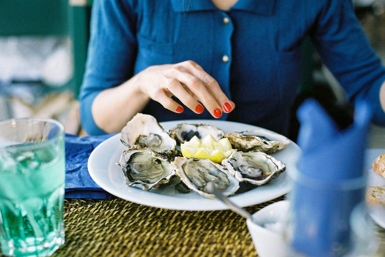 Follow Virginia's oyster trail for a taste of the region's most delectable offerings © Martin Rettenbacher / Getty Images