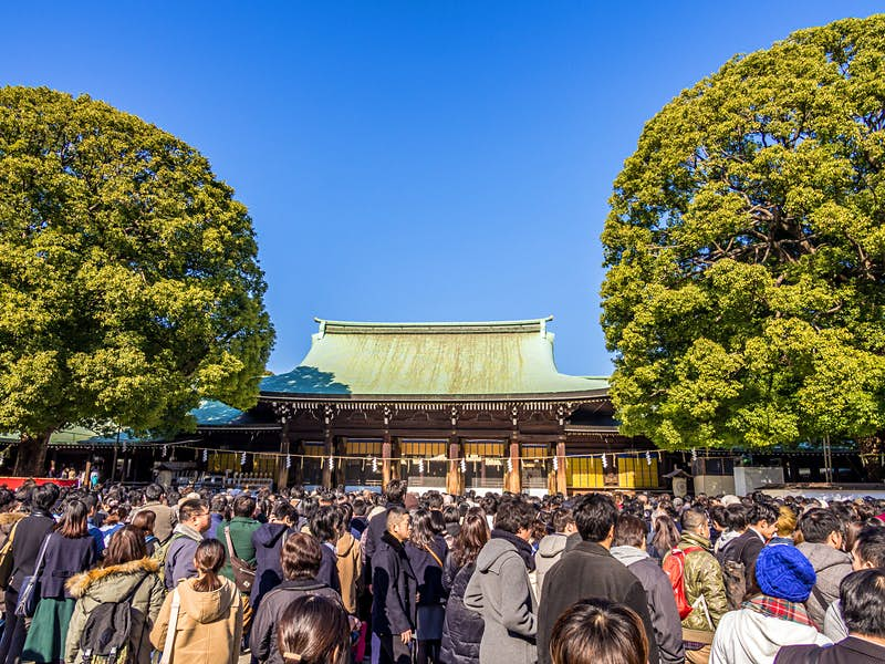 A large crowd gathered in front of the shrine Meiji-jingū in Tokyo on a clear winter day