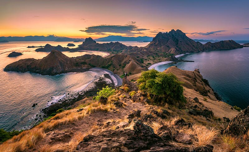 Popular viewpoint on Padar Island in the Komodo National Park © Kongkrit Sukying / Getty Images