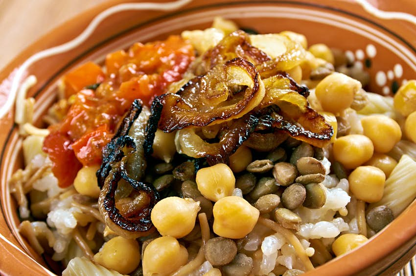 Kushari is an Egyptian dish of rice, macaroni and lentils mixed together, topped with a tomato-vinegar sauce; some add short pieces of spaghetti garnished with chickpeas and crispy fried onions © Fanfo / Shutterstock