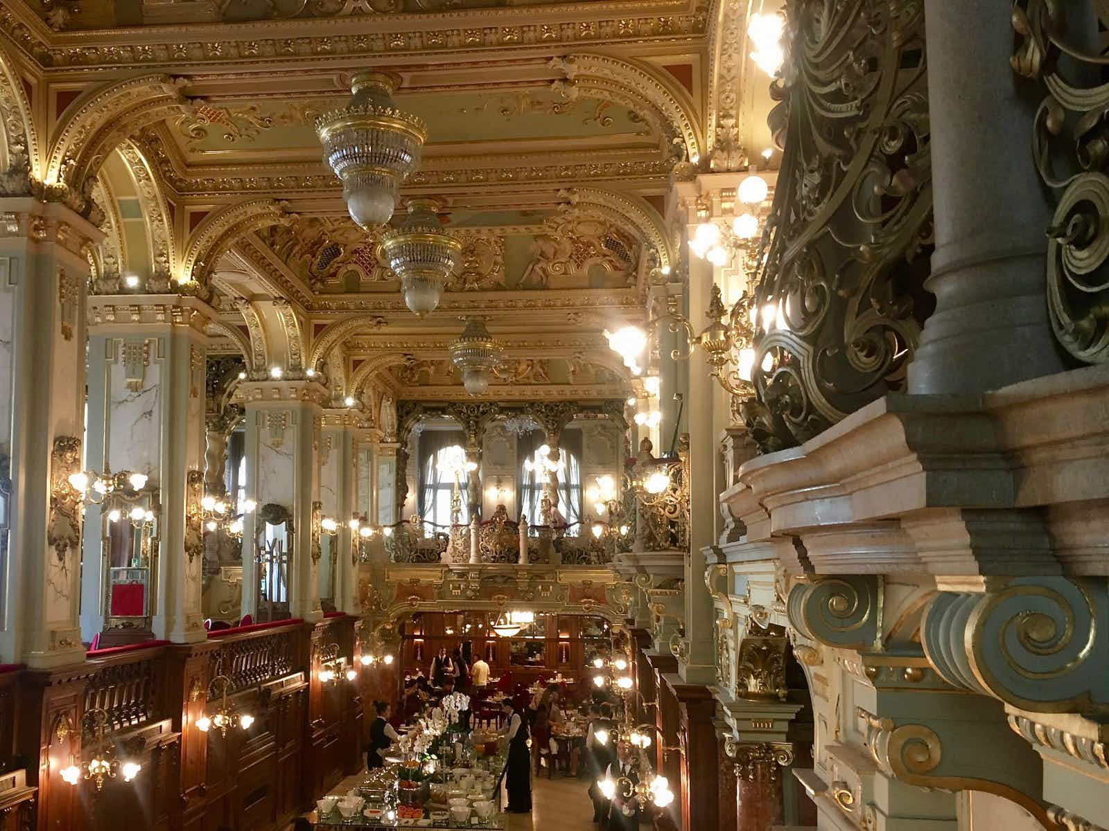 New York Café @ Jennifer Walker / Lonely Planet