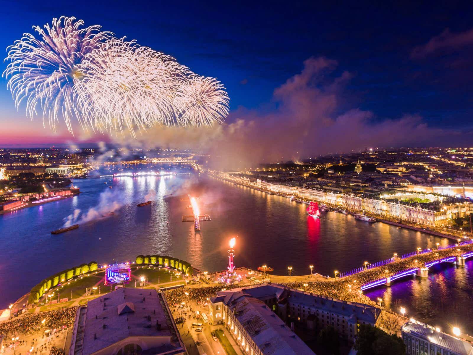 The Scarlet Sails fireworks over the Neva River and Palace Bridge © Drozdin Vladimir / Shutterstock
