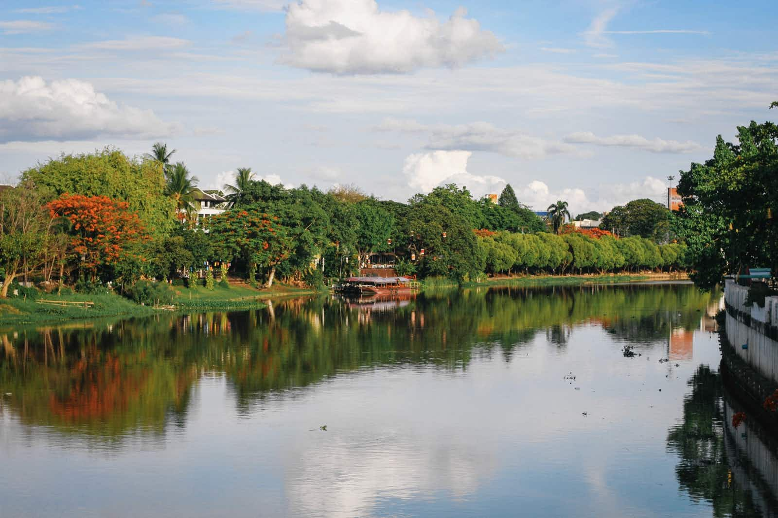 A view of the banks along Mae Ping in Chiang Mai © Alana Morgan / Lonely Planet