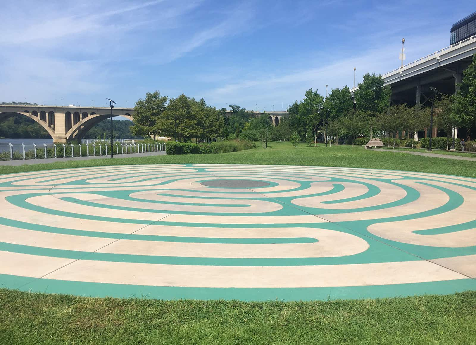 Cream labyrinth design surrounded by green under sunny blue skies in Georgetown in Washington DC © Barbara Noe Kennedy / Lonely Planet