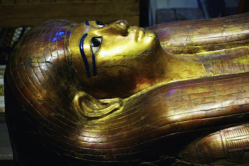 A golden Egyptian sarcophagus © Tuul & Bruno Morandi / Getty Images