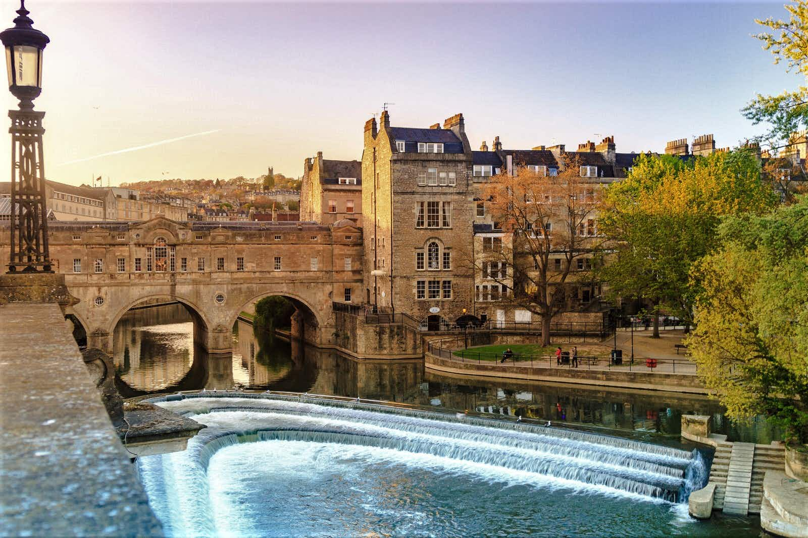 Pulteney Bridge over the River Avon is especially photogenic at sunset © bento42894 / Shutterstock