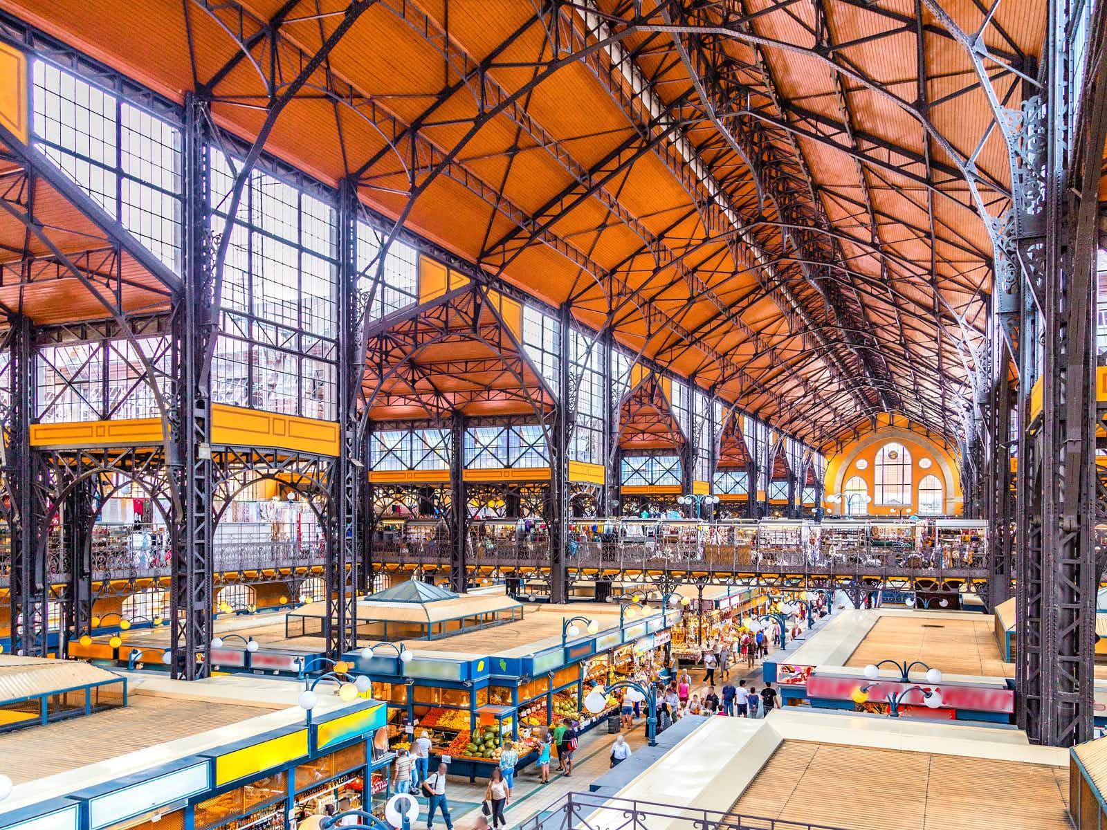 Central Market Hall in Budapest © GoneWithTheWind / Shutterstock