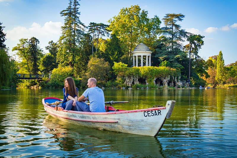 A couple rowing in Bois de Vincennes, Paris