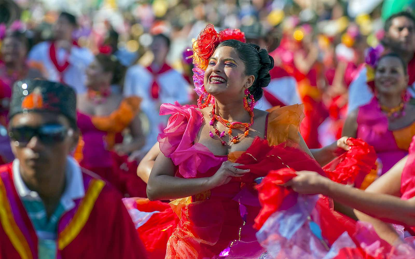 Artists dance to the soundtrack of cumbia in Barranquilla © Luis Acosta / Getty Images