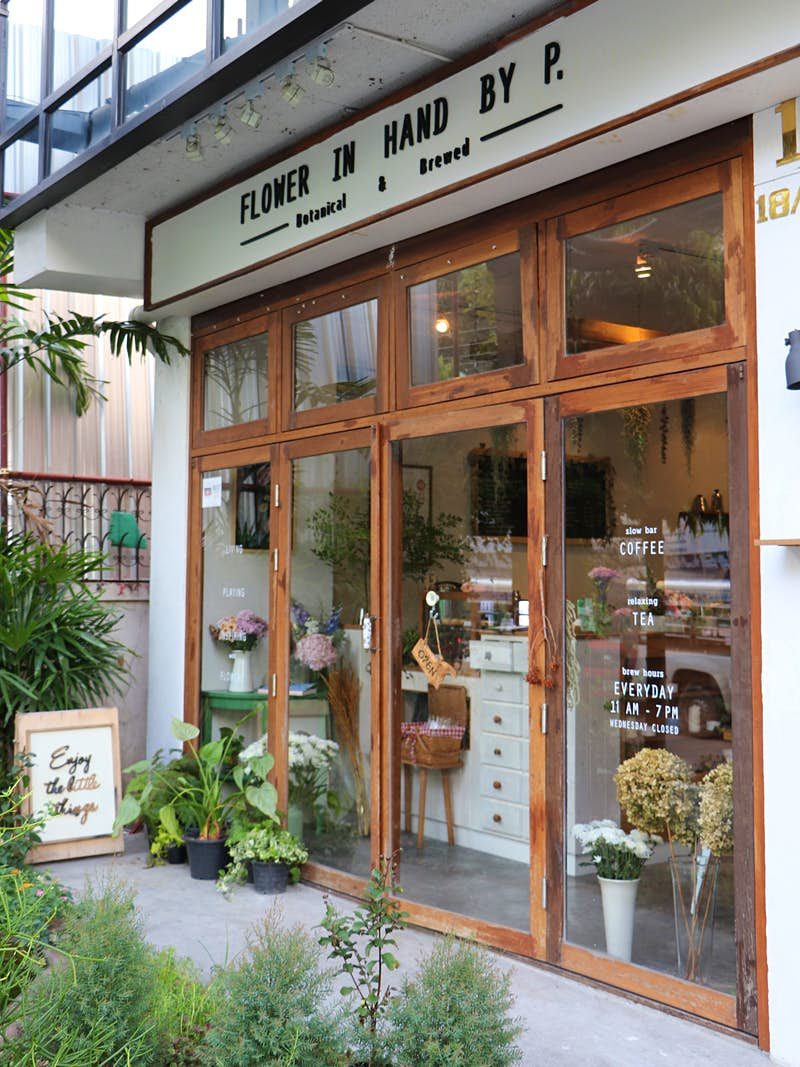 Entrance to Flower in hand by P florist and cake cafe in Ari district