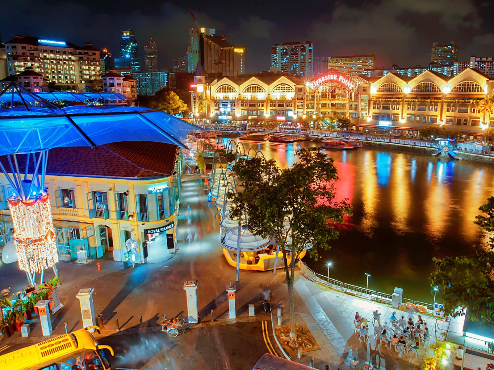 Singapore's colourful Clarke Quay is buzzing as night falls ©wsboon images / Getty Images