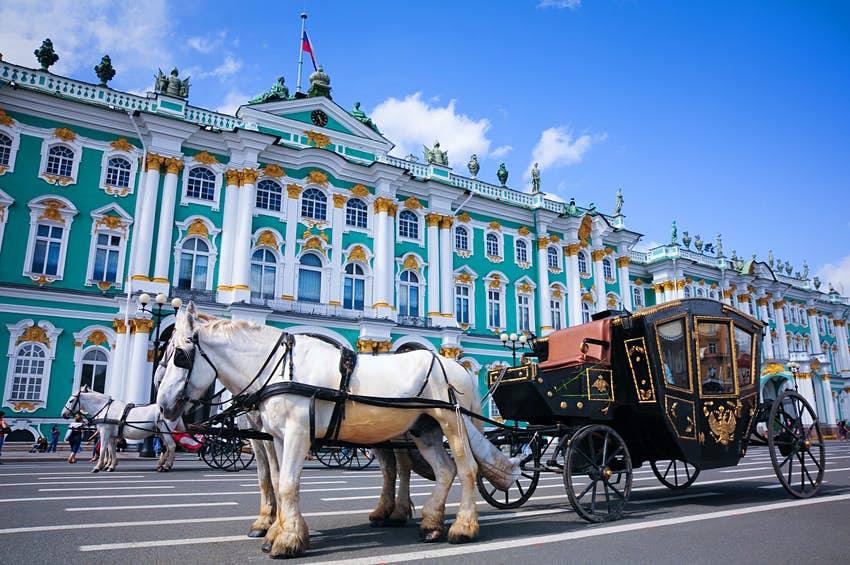 A horse and carriage outside the Hermitage in St Petersburg, Russia