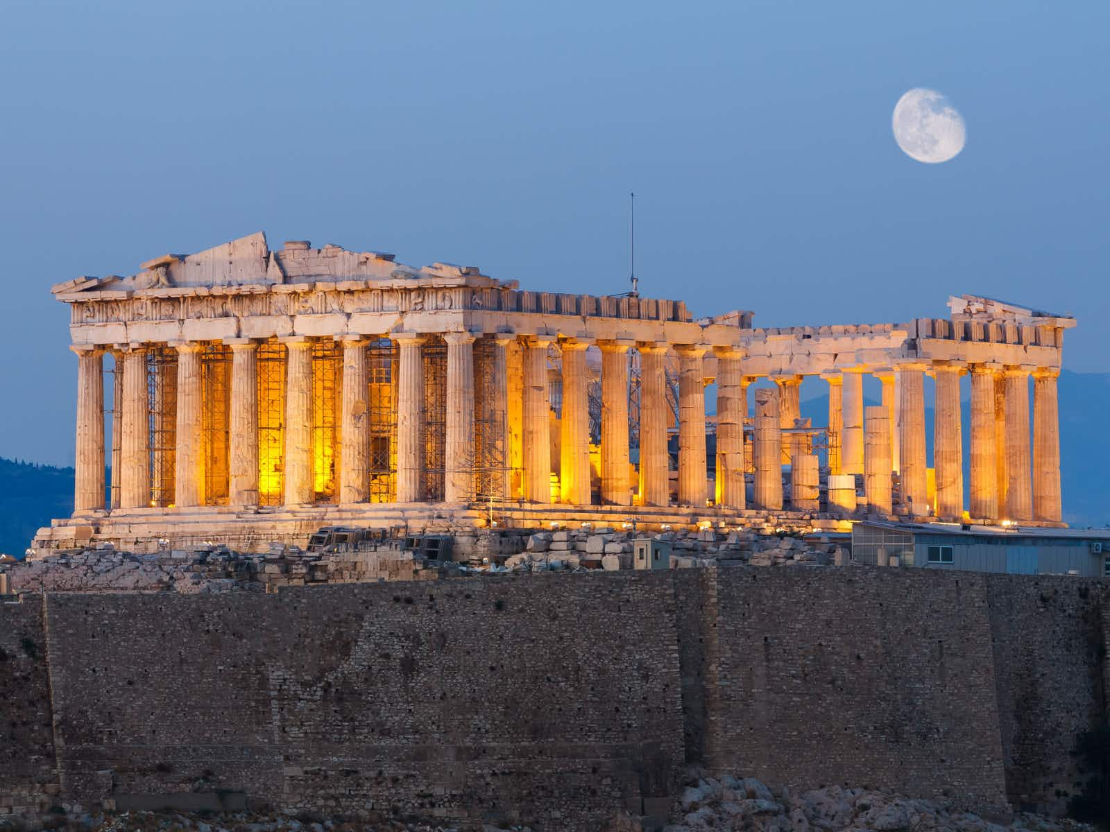 The glorious Parthenon on Acropolis hill in Athens in the early evening © PNIK / Shutterstock