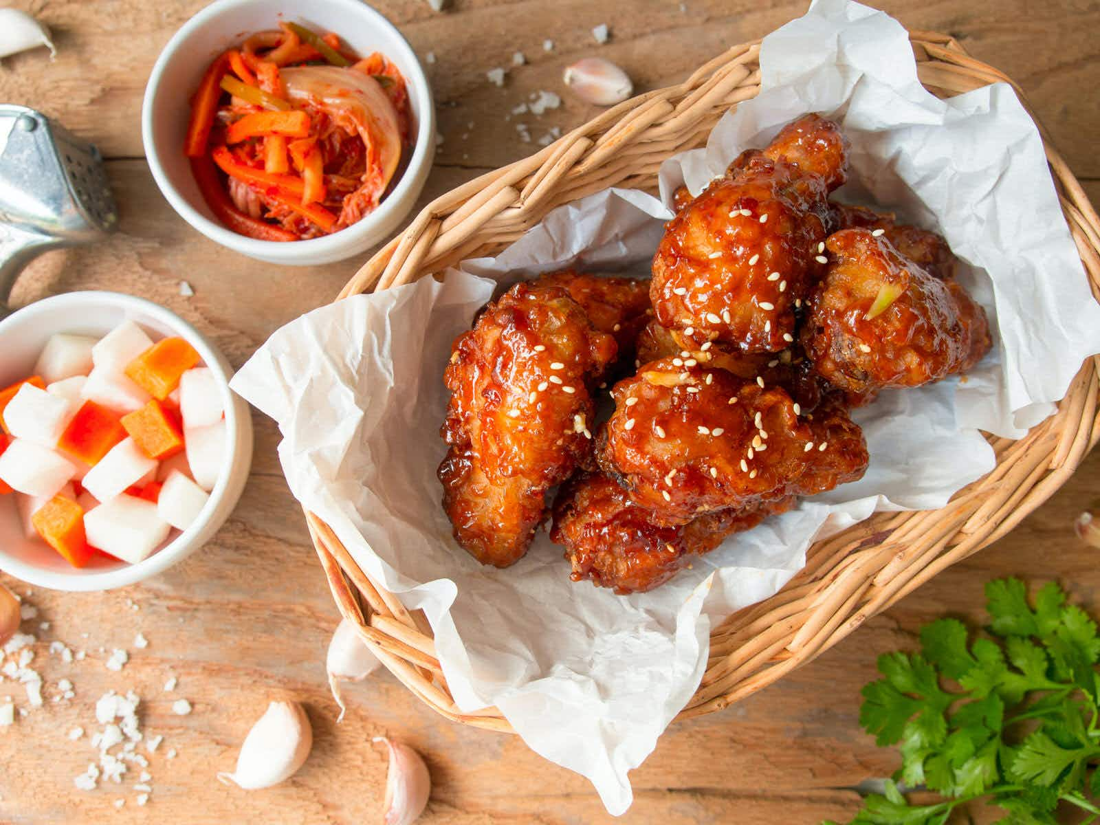 Not Colonel Sanders: Korean fried chicken is double-fried or marinated and served with beer © pada smith / Shutterstock