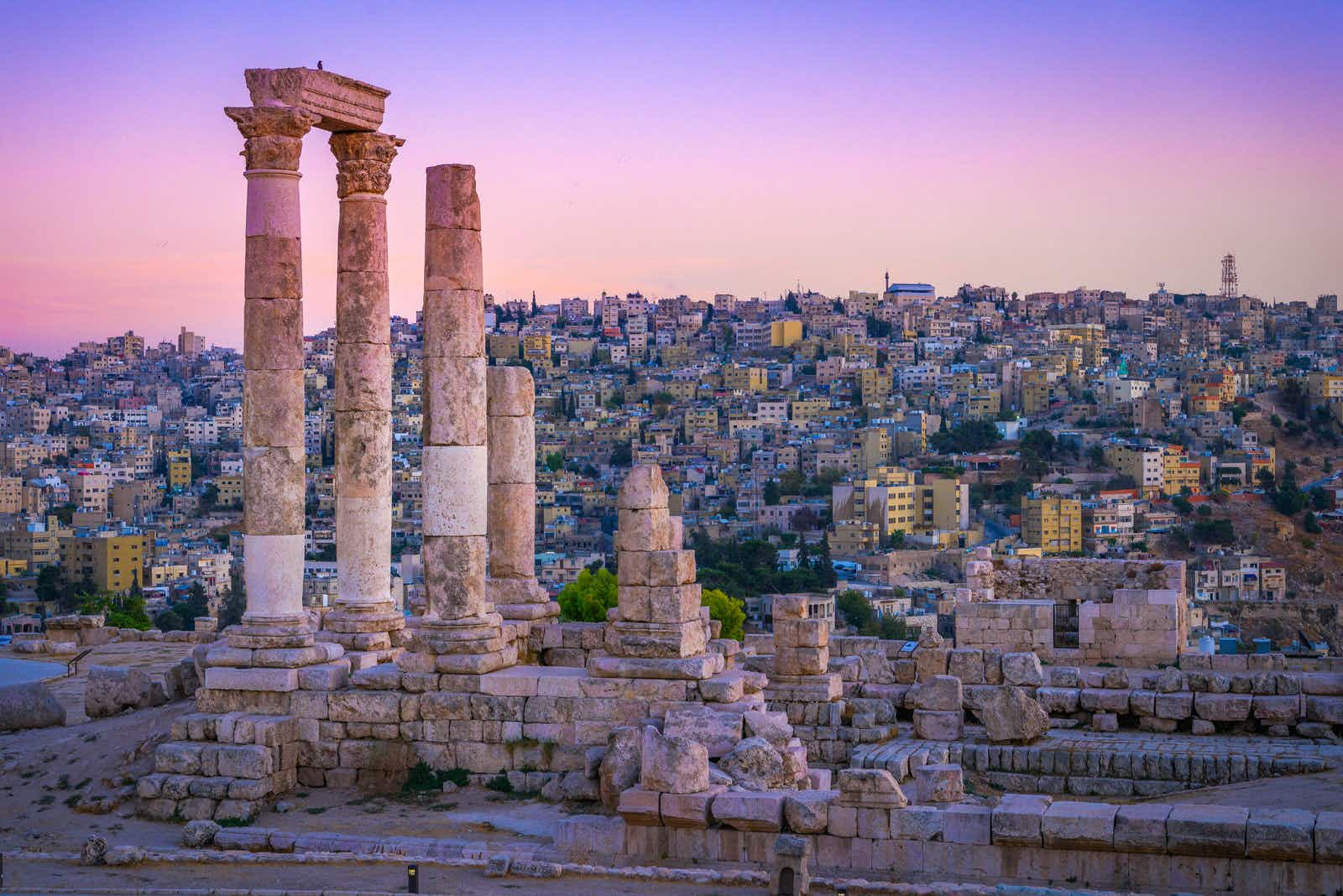 Roman ruins in the middle of the Citadel in the center Amman ©mbrand85 / Shutterstock