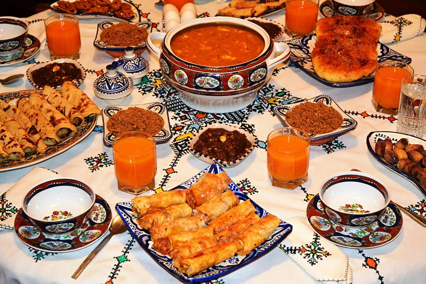 Features - Iftar Ramadan after fasting