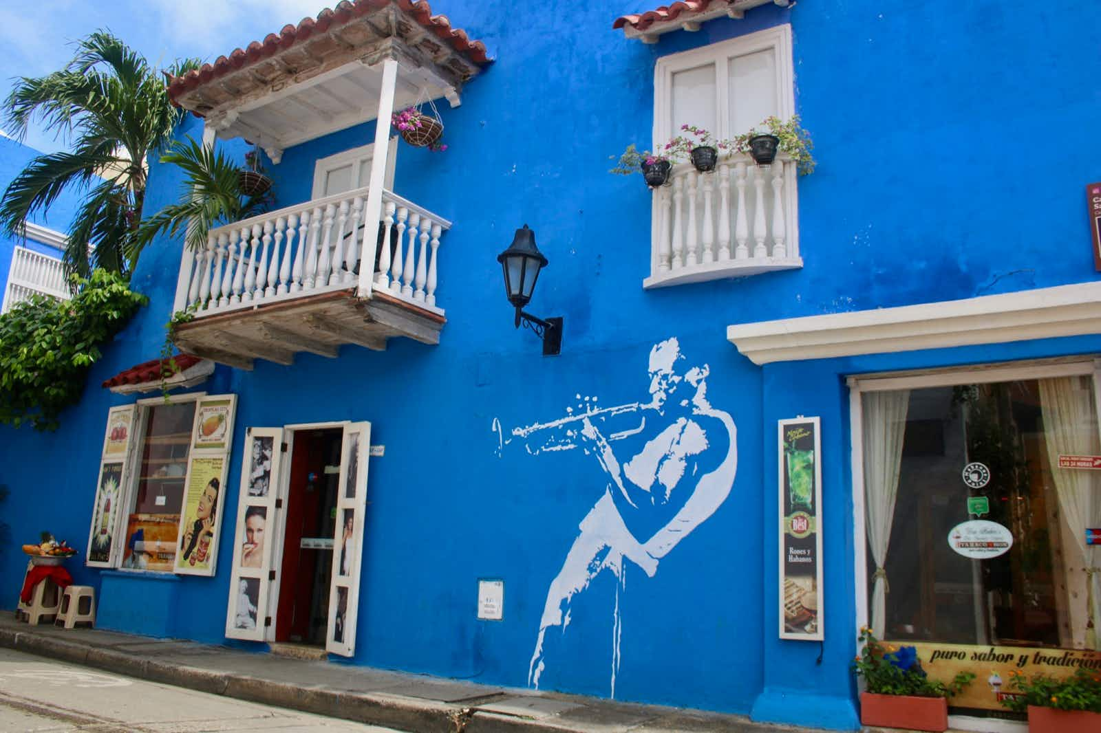 The colorful streets in Cartagena's Old Town © Jacqui de Klerk / Lonely Planet