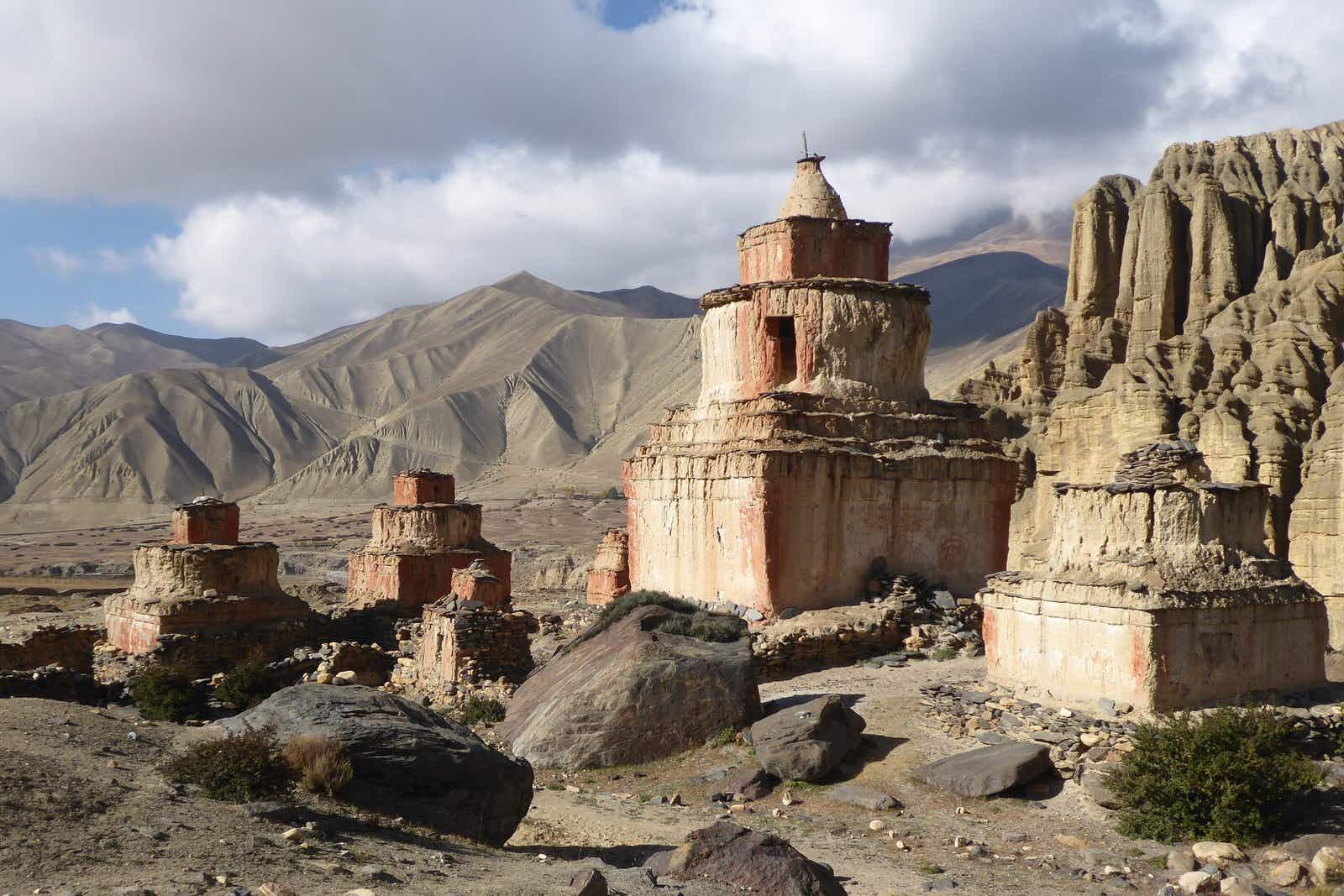 Magnificent Mustang: trekking Nepal's mountain deserts