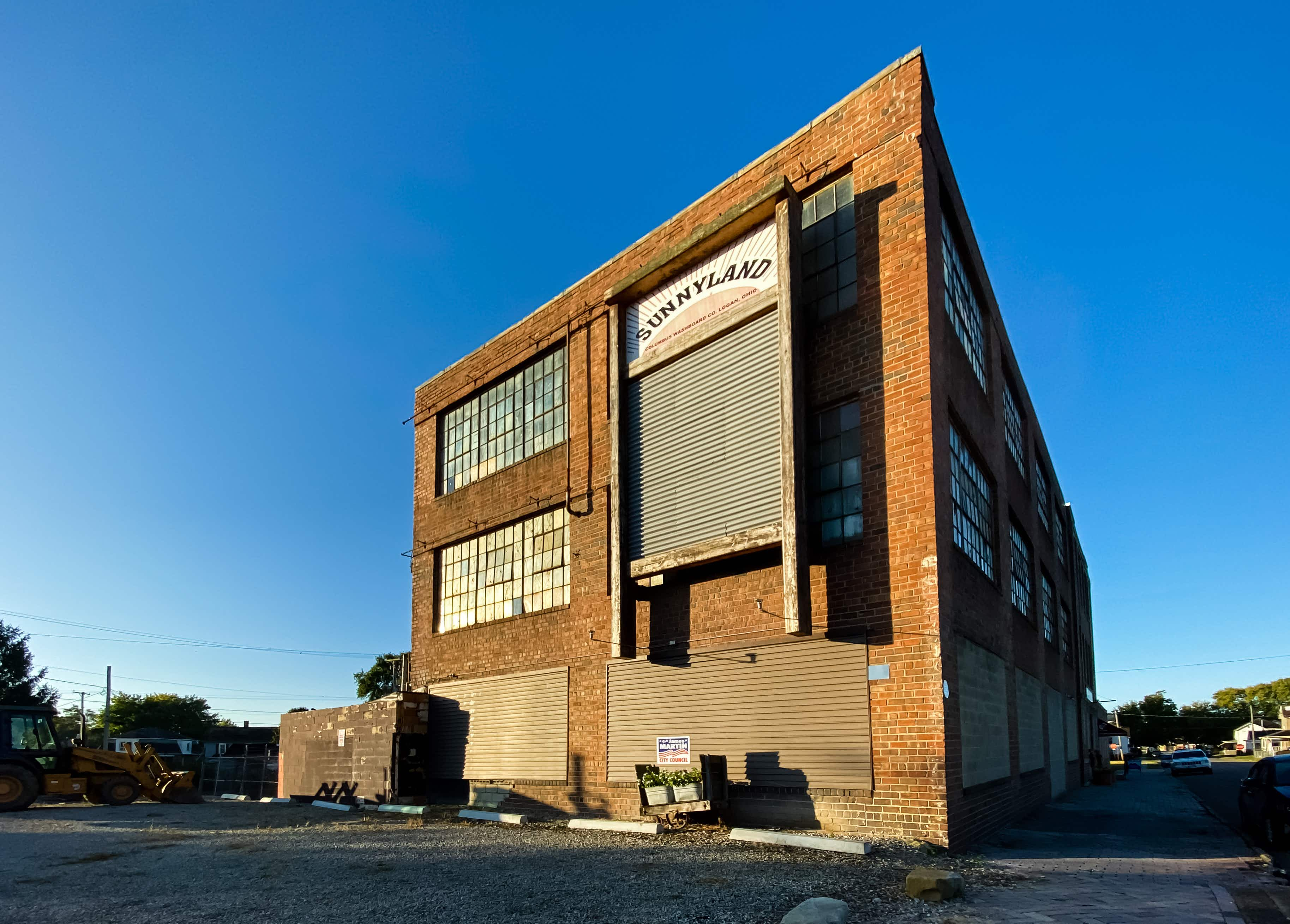 Not only does the Columbus Washboard Factory manufacture the classic laundry tool, it's also home to the world's largest washboard, which hangs from the building exterior. © Laura Watilo Blake / Lonely Planet