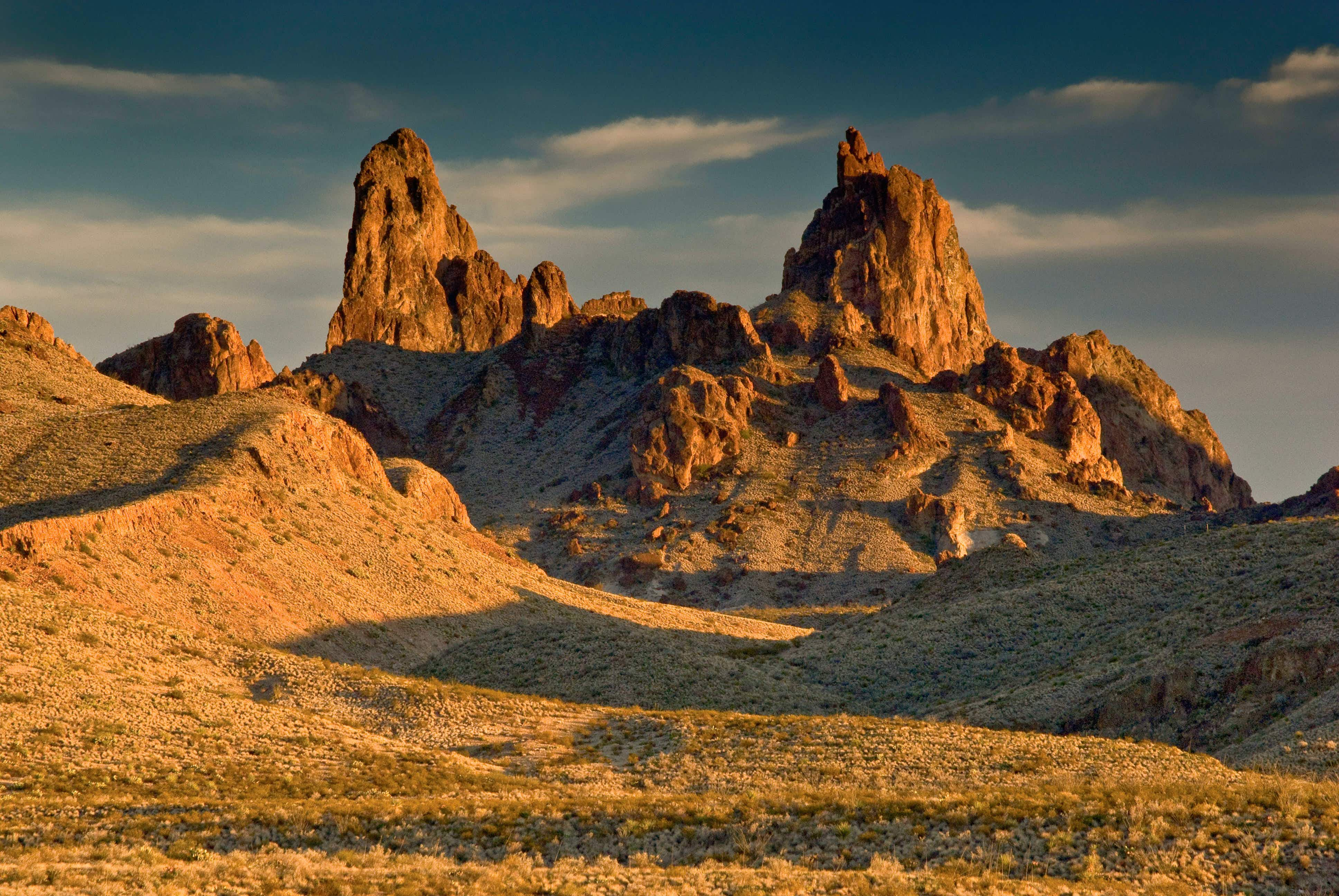 Mule Ears Peaks at sunset in Big Bend National Park © Witold Skrypczak / Alamy Stock Photo