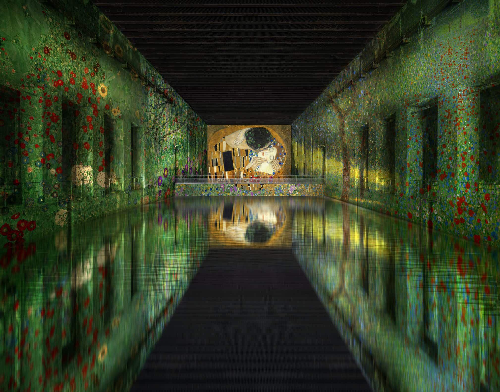 Bassins de Lumières will open on 17April 2020. Culturespaces - Nuit de Chine ; © De Agostini Picture Library / E. Lessing / Bridgeman Images ; © akg-images / Erich Lessing