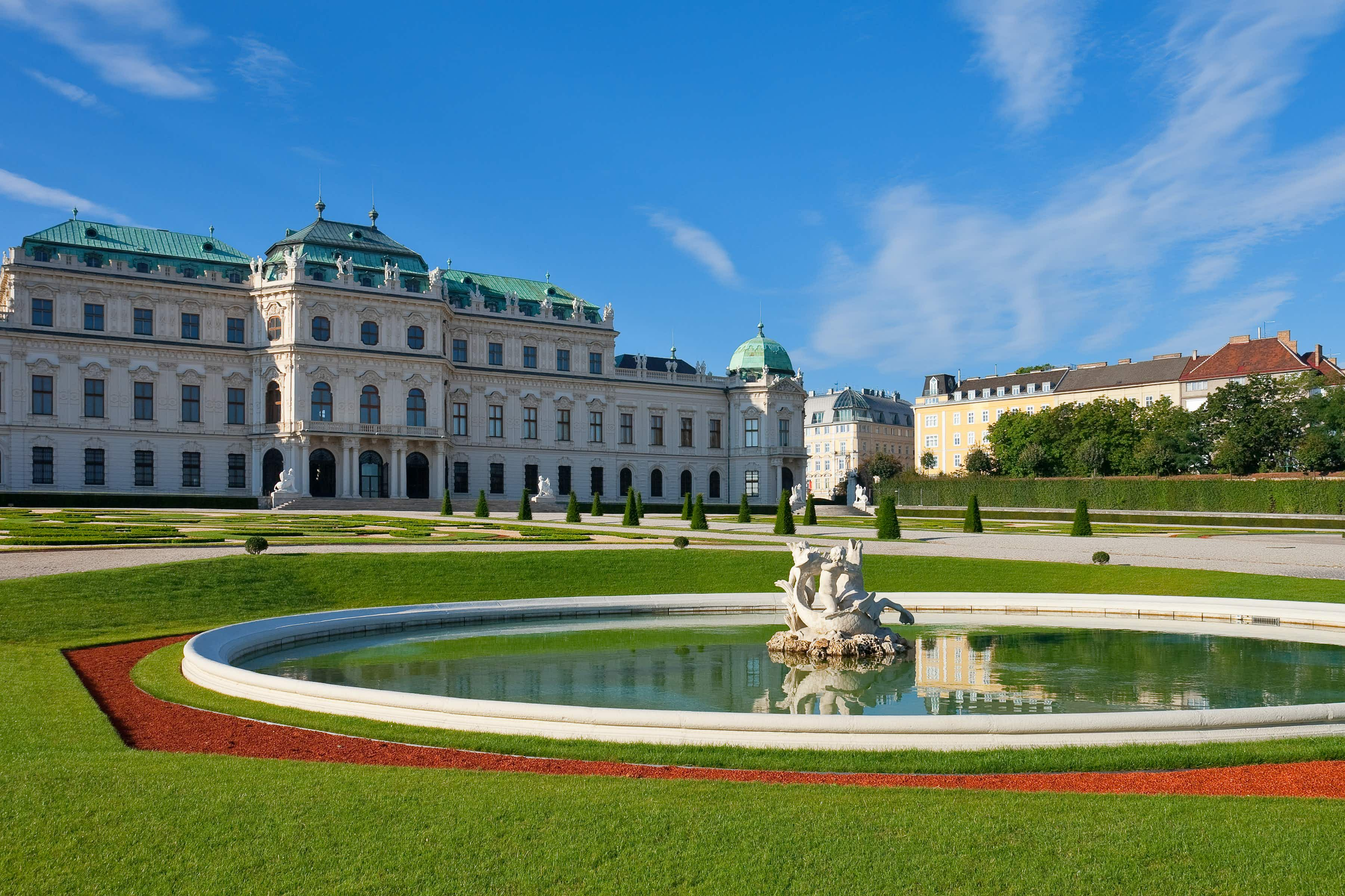 Explore the high life during a visit to the Belvedere Palace and its beautiful gardens © Scanrail / Getty Images