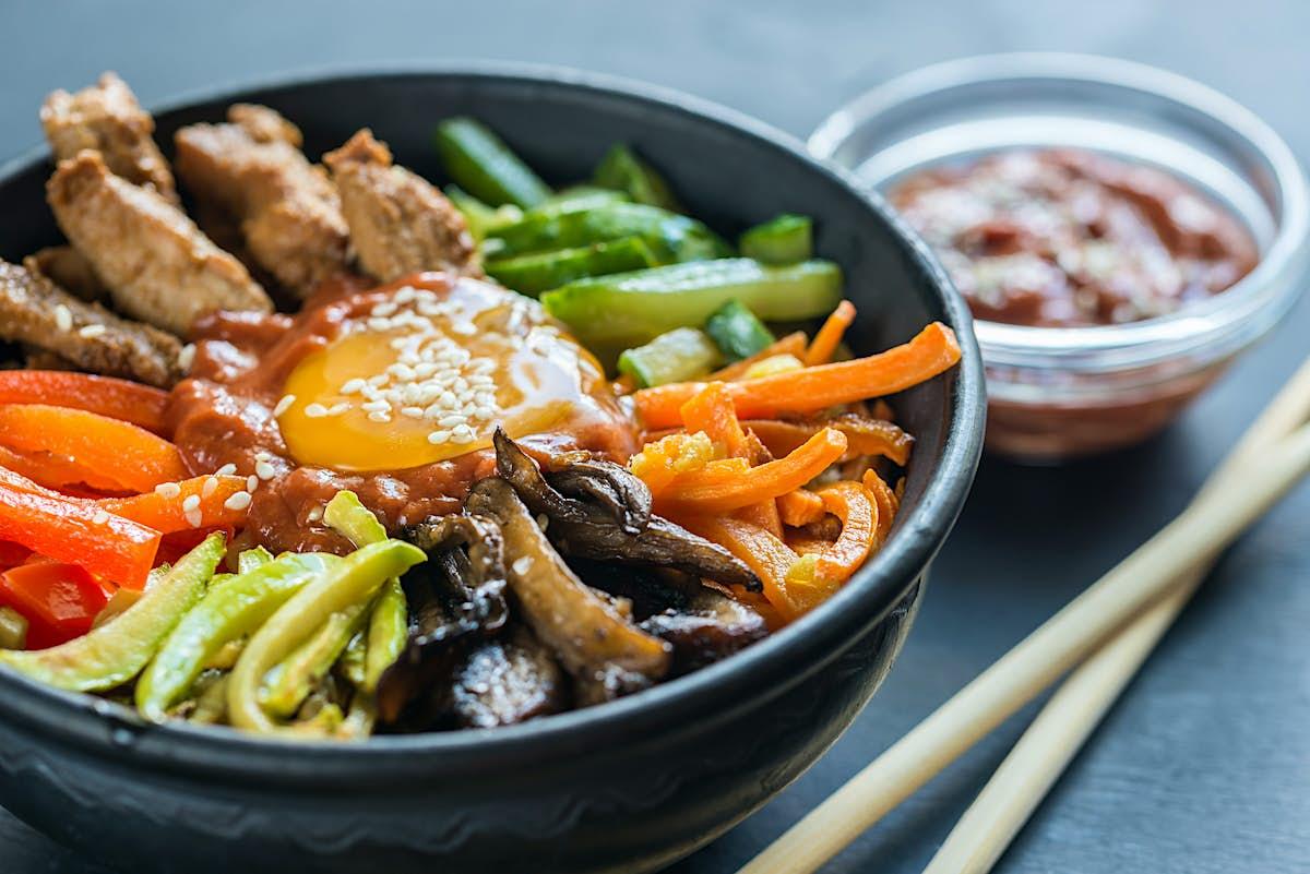 How to make South Korean bibimbap