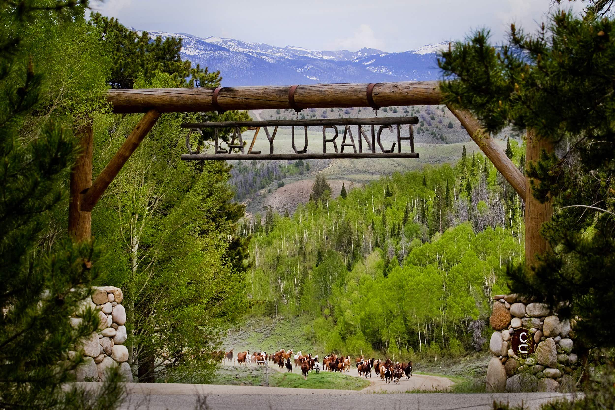 Walking through the C Lazy U's front gate is like stepping back in time to the Wild West © C Lazy U Ranch