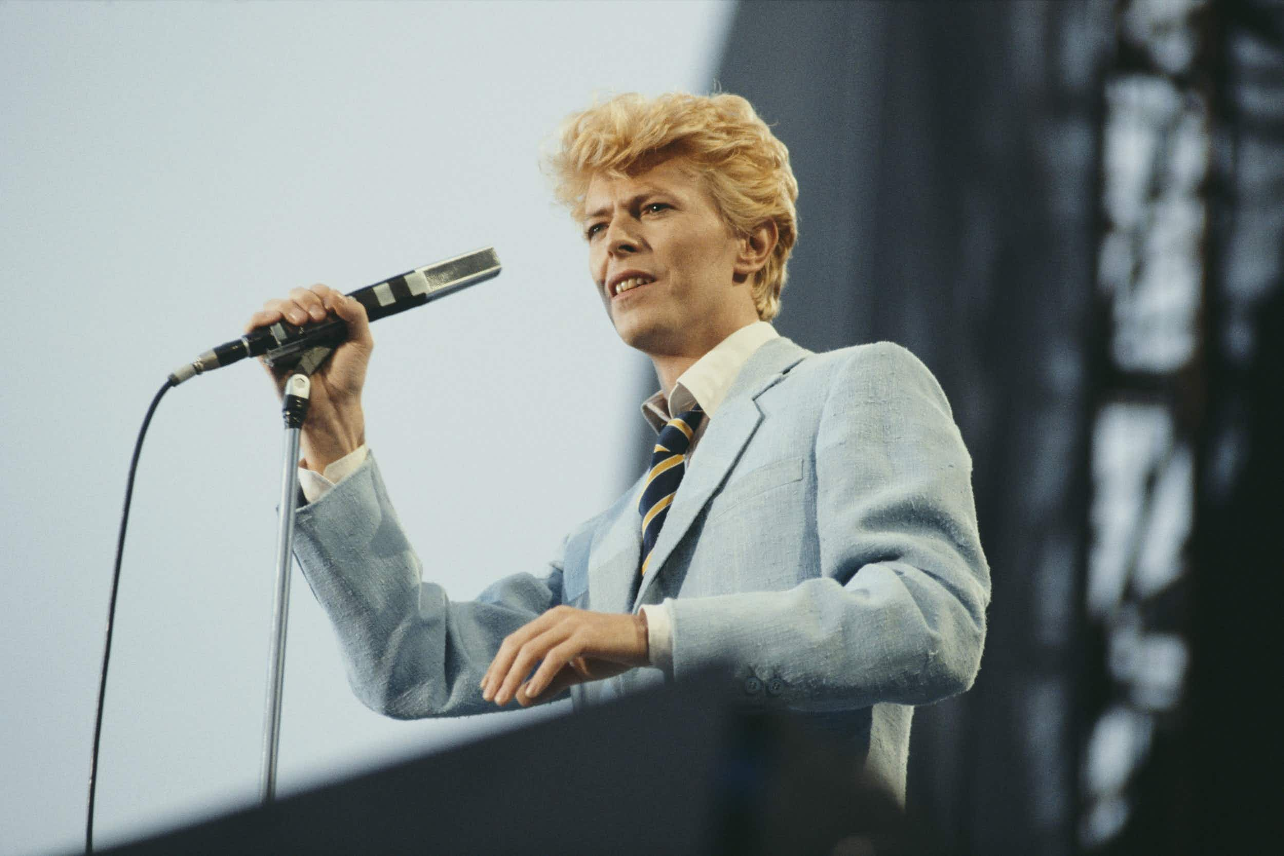 David Bowie performing during his Serious Moonlight World Tour at Vorst Forest Nationaal in Brussels in 1983 © Michael Putland/Getty Images