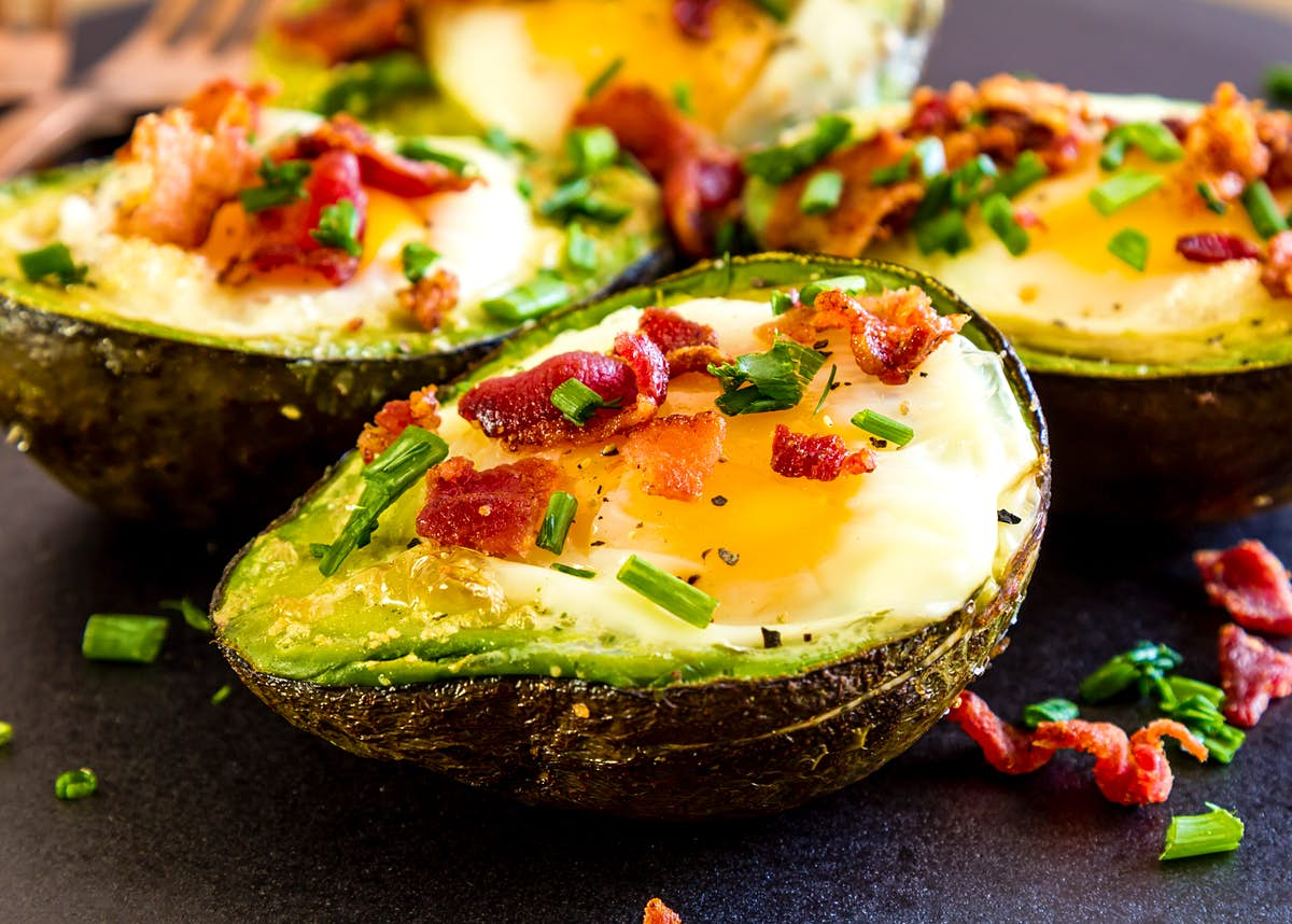How to make eggs baked in avocado