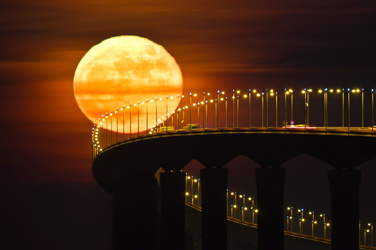 The decade is ending with a full cold moon kiss - Lonely Planet
