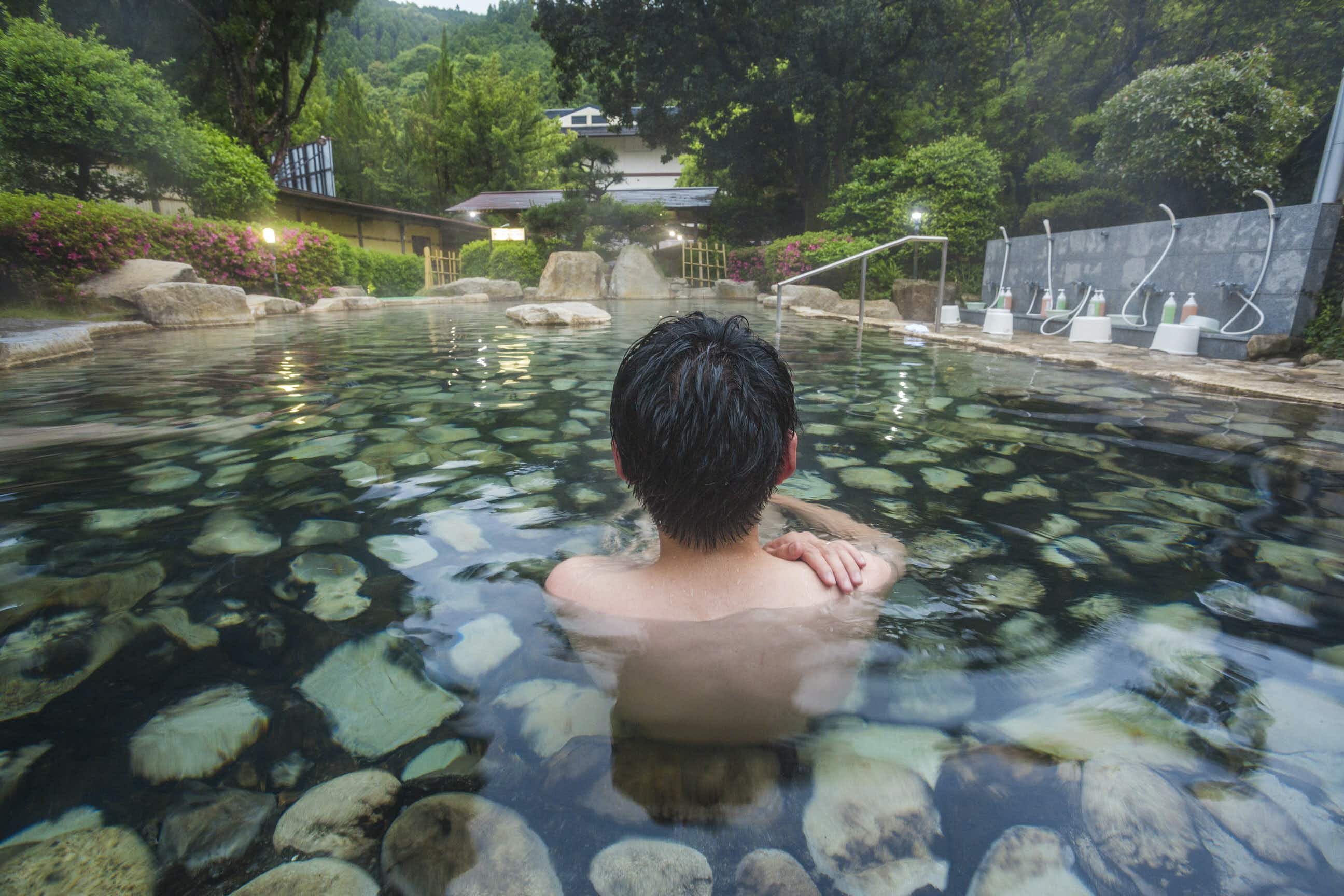 Enjoy the contrast of a hot spring bath in the cool outside air © Gonzalo Azumendi / Getty Images
