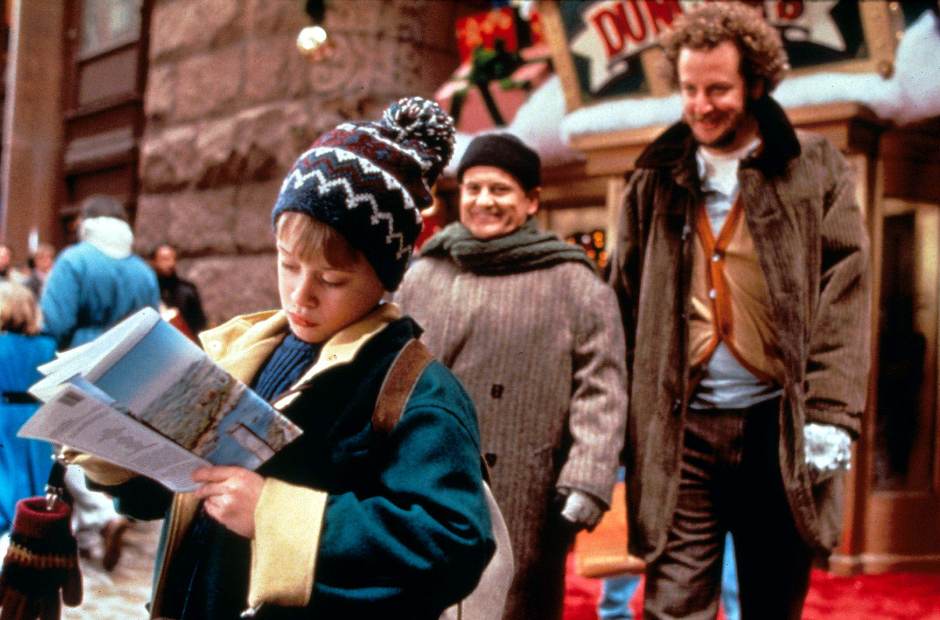 6 classic Christmas movies to watch on your holiday travels