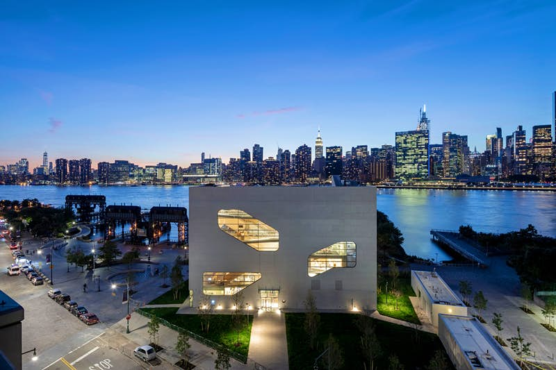 A view of Hunters Point Community Library and the Manhattan skyline