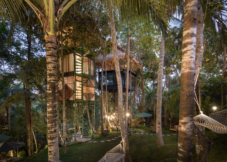 Foto exterior de um alojamento de copa de árvore na selva em Balo