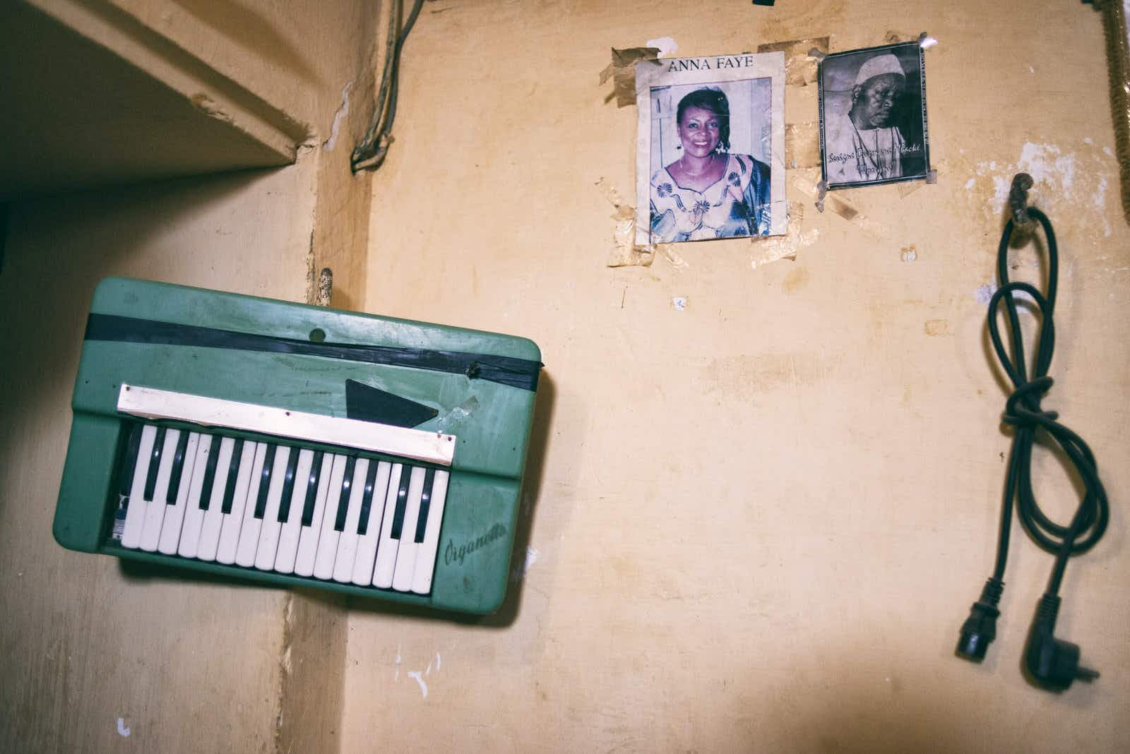 Adiouza, whose melodic pop is influenced by roots music, in her sitting room, with a portrait of her father, the musician Ousmane Diallo, alias Ouza © Emmanuelle Andrianjafy / Lonely Planet