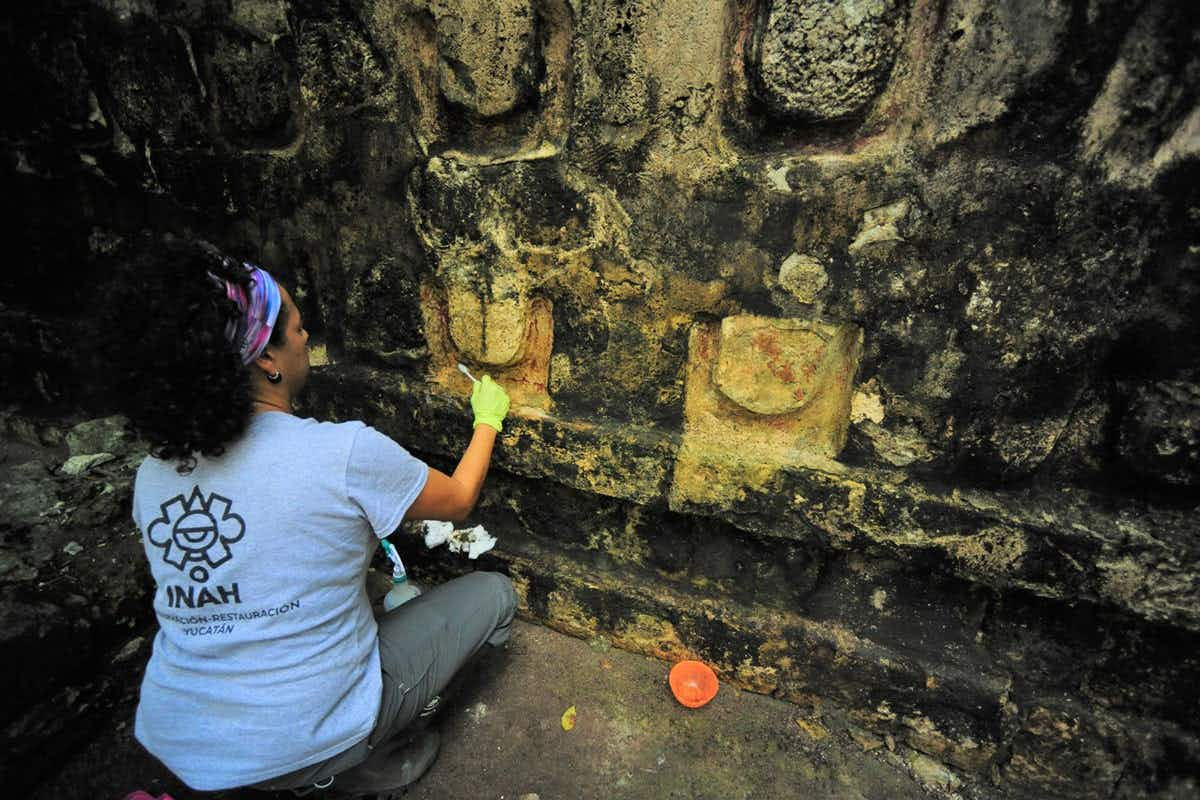 Conservation is being carried out on the ruins of a large Mayan palace © Mauricio Marat, INAH.
