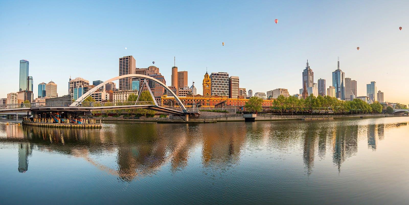 Panorama de montgolfière sur la ville de Melbourne.
