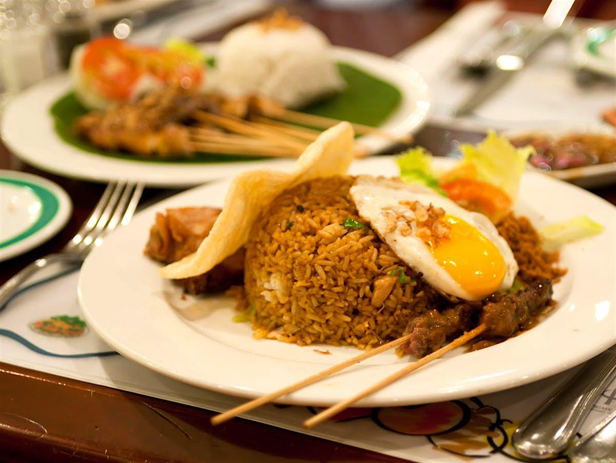 How to make Indonesian nasi goreng