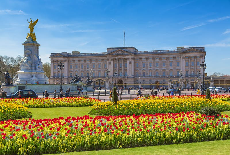 Fancy living in Buckingham Palace? The Queen is hiring and the job comes with a room