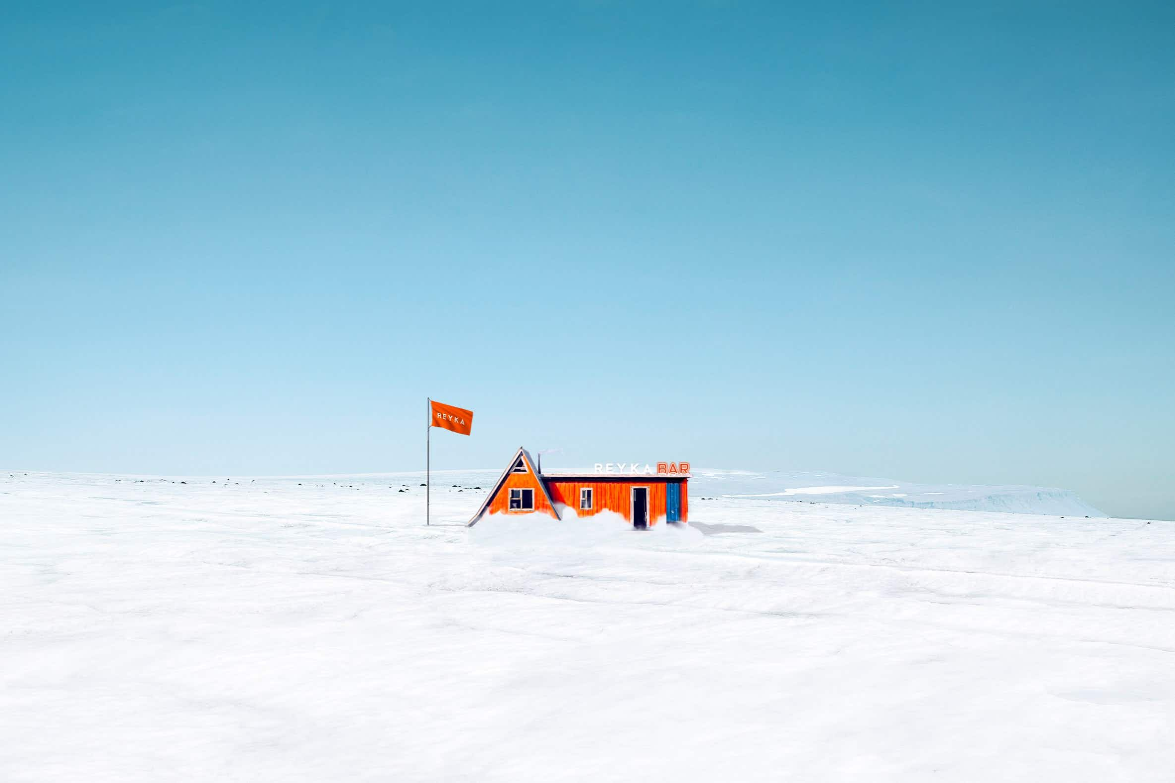 Visitors will get the opportunity to visitthe world's first standalone bar on a glacier in Iceland © Reyka Vodka