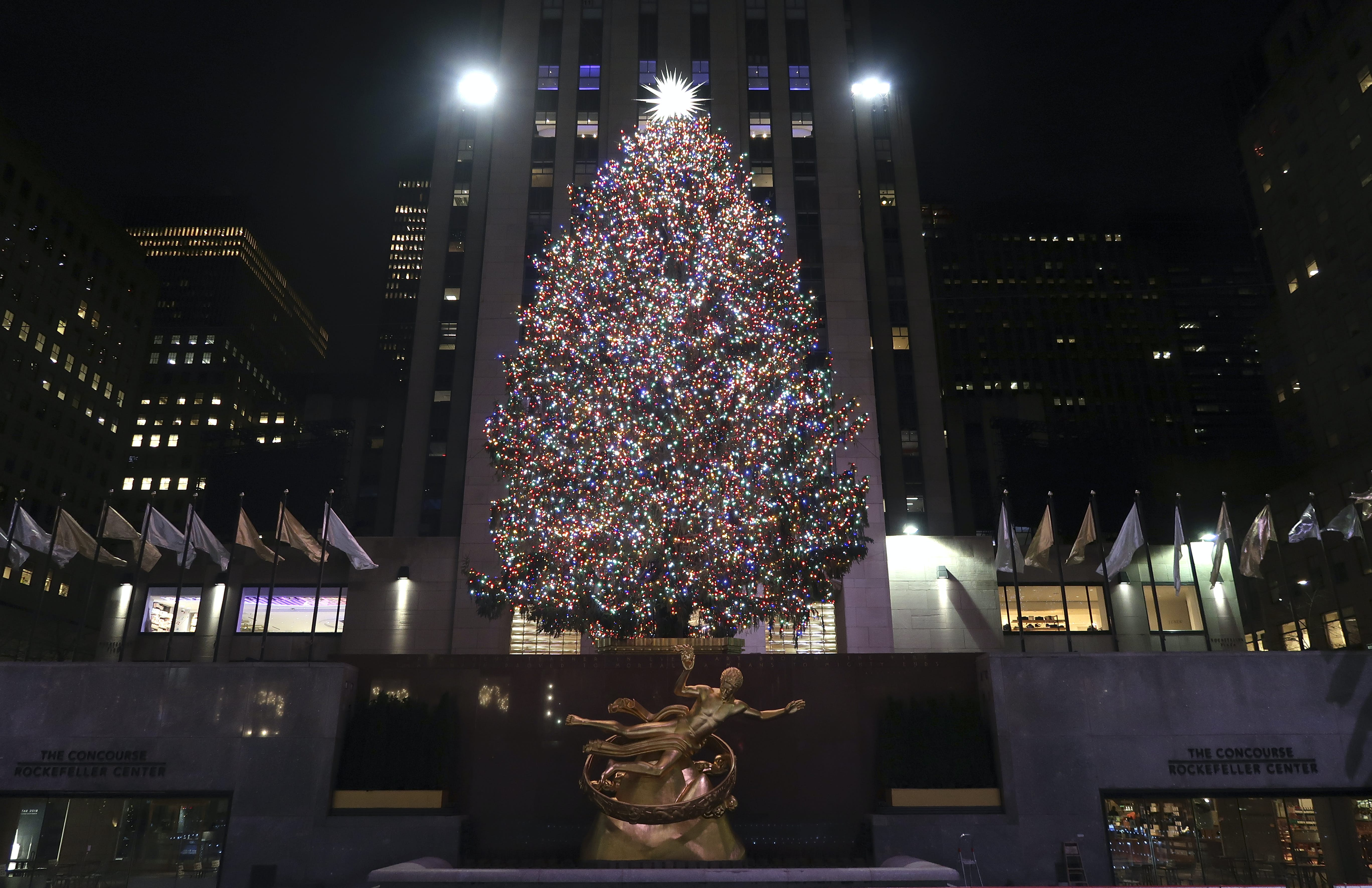 everything you need to know about the rockefeller center christmas tree lonely planet lonely planet