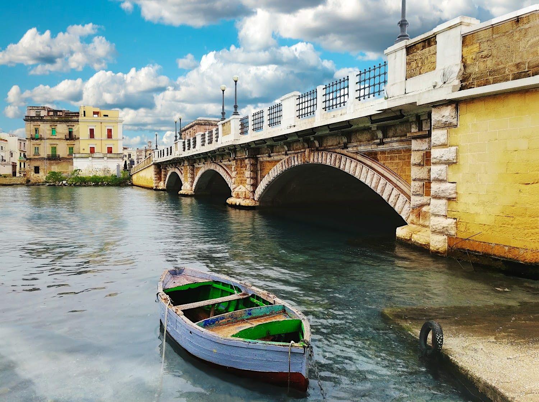 Esta linda cidade italiana está oferecendo casas por € 1