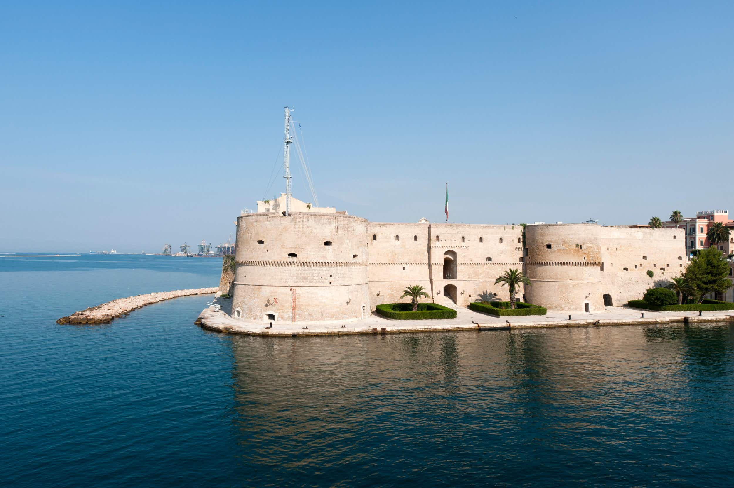 The famous 15th century Castello Aragonese in Taranto © Clodio/Getty Images